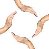 Cuatro manos humanas que hacen una dimensión de una variable cuadrada en blanco Imagen de archivo libre de regalías