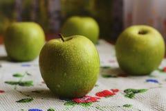 Cuatro manzanas verdes grandes Fotografía de archivo
