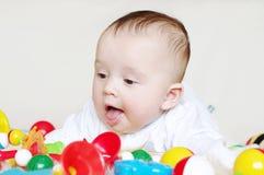 Cuatro-meses felices de bebé con los juguetes Imágenes de archivo libres de regalías