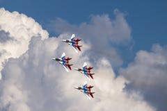 Cuatro Mikoyan MiG-29 en vuelo fotos de archivo libres de regalías
