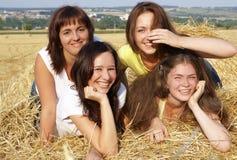 Cuatro muchachas en el henil Imagen de archivo