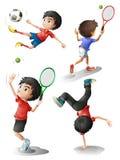 Cuatro muchachos que juegan diversos deportes Foto de archivo libre de regalías