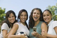Cuatro mujeres en parque Fotos de archivo