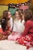 Cuatro niñas habladoras Foto de archivo libre de regalías