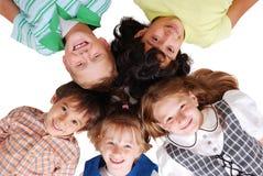 Cuatro niños felices junto en círculo Fotografía de archivo