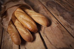 Cuatro panes del pan del baguette en bolsa de papel Fotografía de archivo libre de regalías