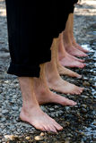 Cuatro pares de pies mojados Fotografía de archivo libre de regalías