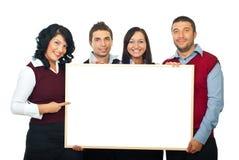 Cuatro personas felices con la cartelera fotos de archivo libres de regalías