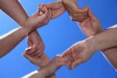 Cuatro personas que muestran lealtad Imagen de archivo libre de regalías