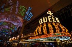 Cuatro Queens, señal, noche, metrópoli, zona metropolitana imagenes de archivo