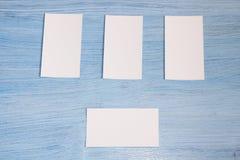 Cuatro tarjetas de visita están en fila Fotos de archivo libres de regalías