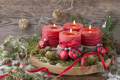 Cuatro velas de la Navidad imagen de archivo libre de regalías