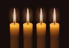 Cuatro velas encendidas del advenimiento Fotos de archivo