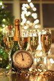 Cuatro vidrios de champán listos por el Año Nuevo Imagen de archivo libre de regalías