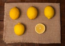 Cuatro y limones de una rebanada Foto de archivo libre de regalías