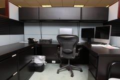 Cubículo en una oficina contemporánea fotos de archivo