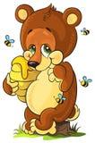Cub di orso sveglio con miele su priorità bassa bianca Immagine Stock