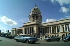 Cuba Capitolio Nacional & Auto Royalty-vrije Stock Foto's