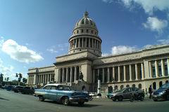 Cuba Capitolio Nacional & carro Fotos de Stock Royalty Free