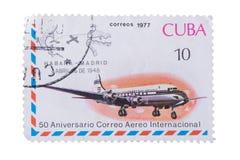CUBA - CERCA DE 1977: Um selo impresso no aircr do jato das mostras Fotos de Stock Royalty Free