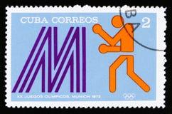 Cuba con una imagen de un boxeador, de los Juegos Olímpicos del verano de la serie XX, Munich, 1972, circa 1973 Imagenes de archivo