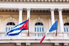 Cuba - França, bandeiras em Havana Imagem de Stock Royalty Free