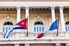 Cuba - França, bandeiras em Havana Imagens de Stock
