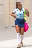CUBA, HAVANA - 5 DE MAIO DE 2017: Estudante na forma na rua Imagens de Stock