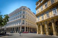 Cuba, Havana - 9 de março de 2018 - as construções tradicionais capital do ` s de Havana, Cuba foto de stock