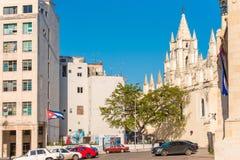 CUBA, HAVANA - MEI 5, 2017: Kerk van de Heilige Engel Geïsoleerd op blauwe achtergrond Exemplaarruimte voor tekst Stock Foto