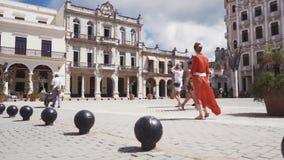 CUBA, HAVANA - OKTOBER 15, 2016: de stadsreis, bezoekt de belangrijkste aantrekkelijkheden van de koloniale periode in Cuba De ou stock videobeelden