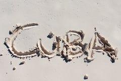 Cuba met de hand geschreven op het witte zand Stock Fotografie