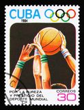 Cuba mostra o basquetebol, 23th Jogos Olímpicos do verão, Los Anbgeles 1984, EUA, cerca de 1984 Fotos de Stock Royalty Free