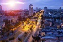 cuba Notte Avana La vista superiore sui presidenti del viale Immagini Stock