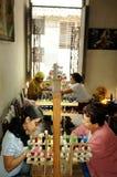 Cuba: Salão de beleza em um plano em Havanna Aquele é quanto a mulher a imagens de stock royalty free