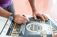 Cubaanse in dozen doende bus Humberto Horta Dominguez en zijn autographs Stock Foto