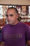 Cubaanse in dozen doende bus Humberto Horta Dominguez en zijn autographs Royalty-vrije Stock Foto's