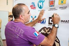 Cubaanse in dozen doende bus Humberto Horta Dominguez en zijn autographs Stock Afbeelding