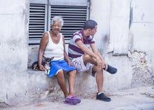 Cubaanse mensen in de straat van Havana Royalty-vrije Stock Fotografie