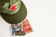 Cubaanse peso's met heldenpictogram van Guevara en Cienfuegos en milit Royalty-vrije Stock Foto's