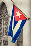 Cubaanse vlag op een grunge het rotten buurt Stock Afbeelding