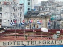 CUBAANSE VLAGGEN OP HOTEL TELEGRAFO, HAVANA, CUBA royalty-vrije stock afbeelding