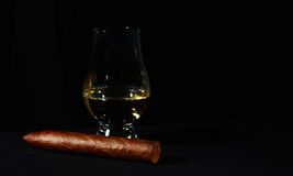 Cuban cigar and whiskey Royalty Free Stock Photography