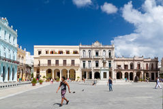 Cubans and tourists in Plaza Vieja,Havana Royalty Free Stock Photos