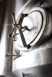 Cubas de la producción de la elaboración de la cerveza Imagen de archivo
