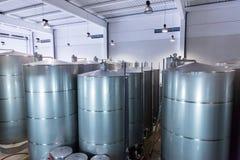 Cubas del acero inoxidable para el vino de la fermentación Imagen de archivo