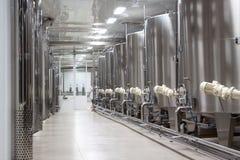 Cubas grandes del metal para la fermentación Imagen de archivo libre de regalías