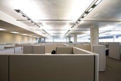 Cubículos en oficina moderna limpia Foto de archivo libre de regalías