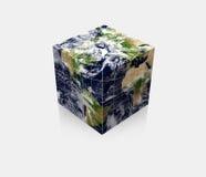 Cube cubique en terre de globe de planète Photos stock