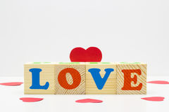 Cube en bois avec AMOUR d'inscription Images libres de droits
